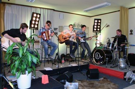 Wohnzimmer akustik konzert der band pleasem hle for Wohnzimmer konzert